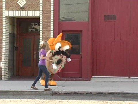 video: Senor Donut Drops His Keys